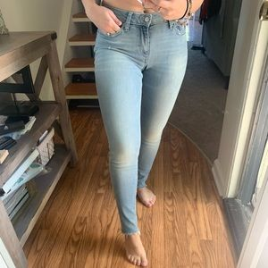 ☘️ lucky brand ☘️ light washed jeans